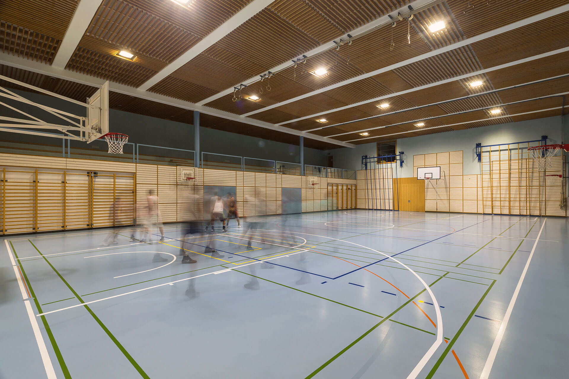 OMNIstar cuts the energy consumption for this sports hall by 45% while improving the overall light uniformity and visual comfort