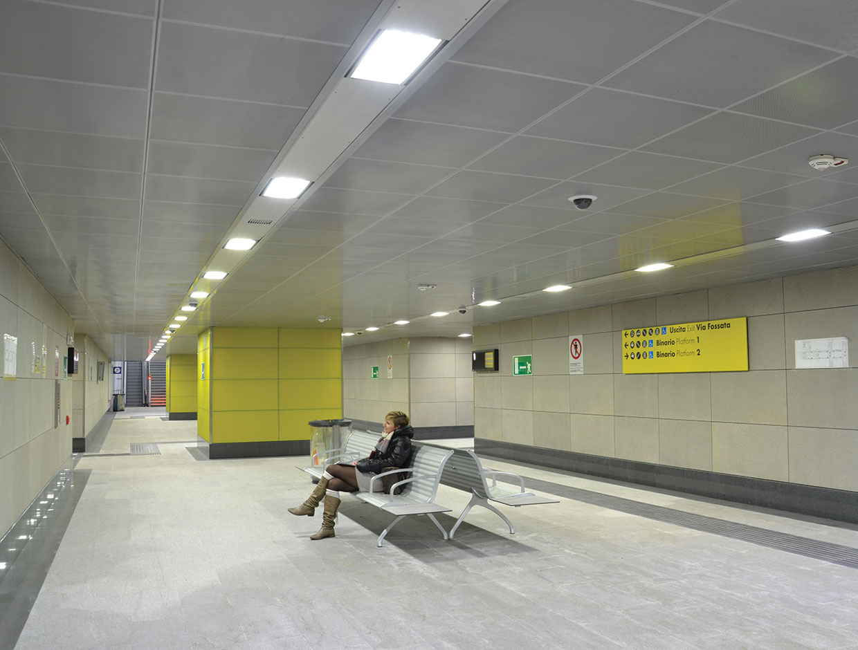 Schréder has a range of lighting solutions to ensure safety in railway and metro stations while offering a good ROI