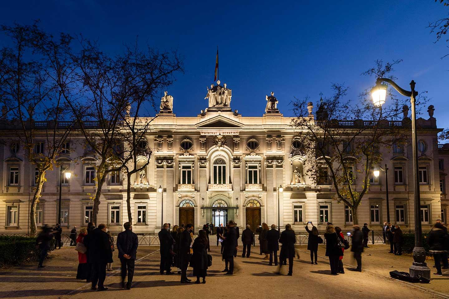 SCULP floodlights illuminate Supreme Courthouse in Madrid revealing intricate architectural details by night so passer-bys can admire